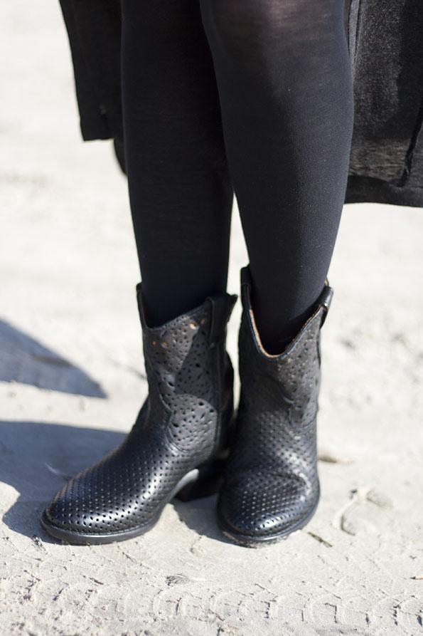 Catarina-martins-boots-oddmolly-dress1