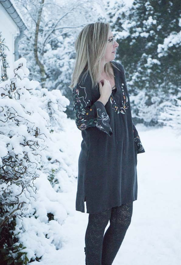 odd-molly-dress-snow-5
